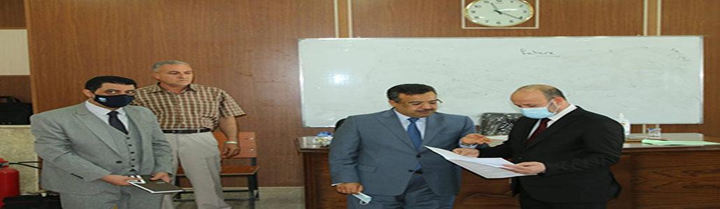 رئيس جامعة تـكريت يتفقد سير الامتحانات الحضوريـة في كلية الحقوق.